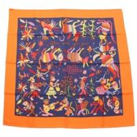 カレ90 シルクスカーフ Din tini ya Zue 人間と自然の出会い オレンジ ネイビー